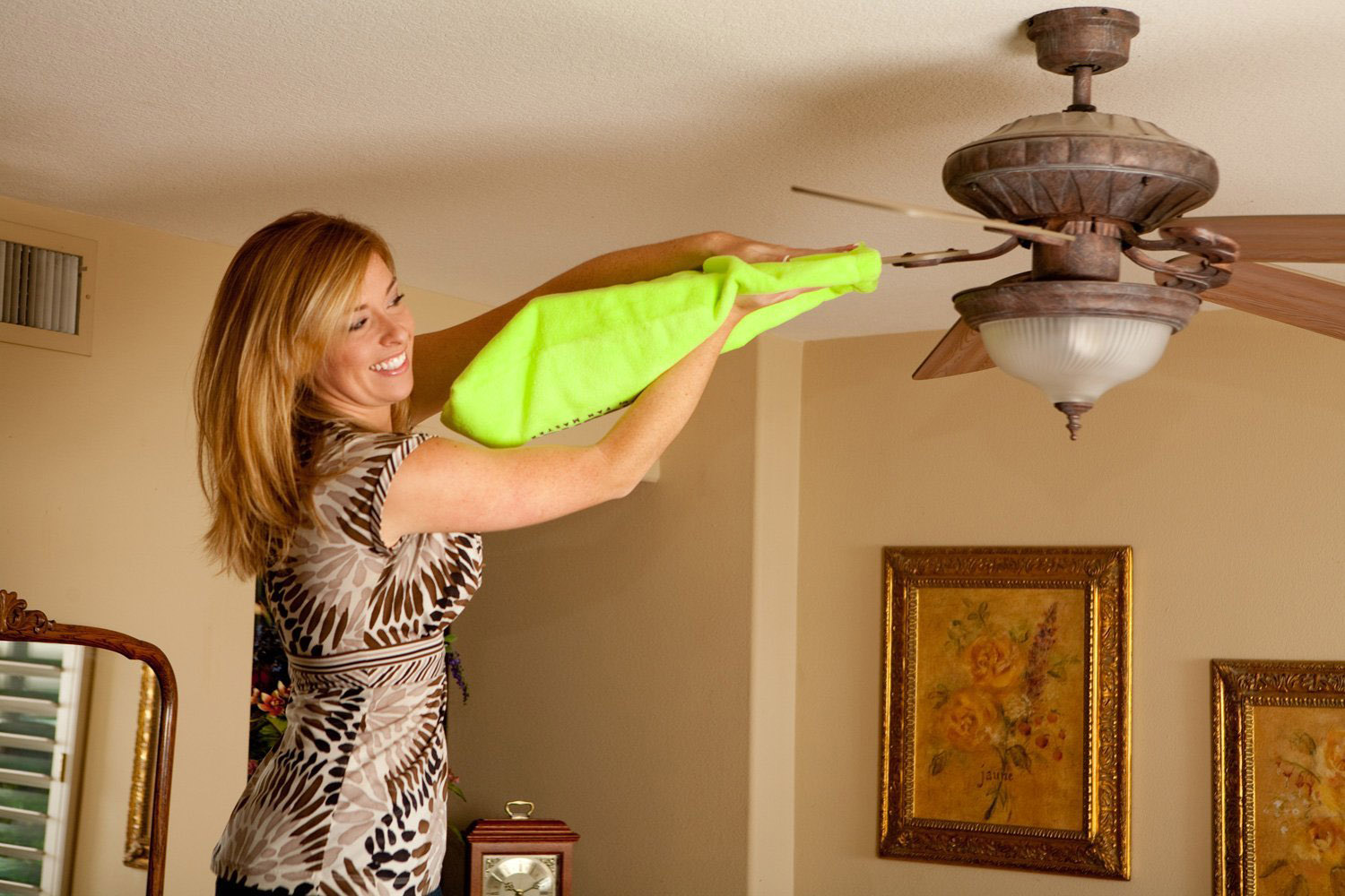 Ways to Clean a Dirty Ceiling Fan